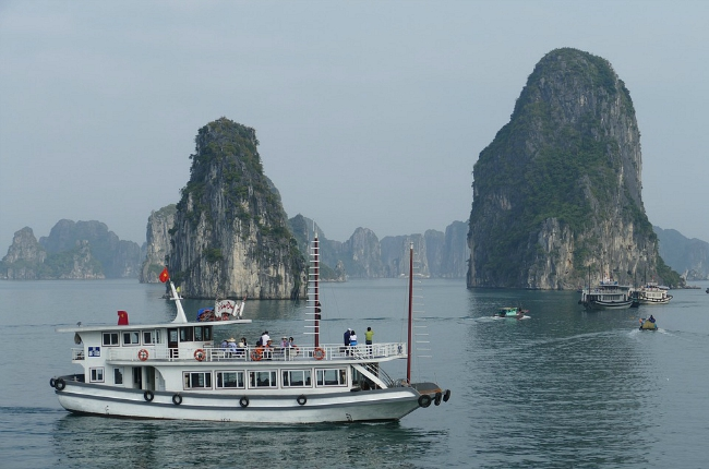 Halong Bay cruise Vietnam, Halong Bay, the place to be for a cruise in Vietnam